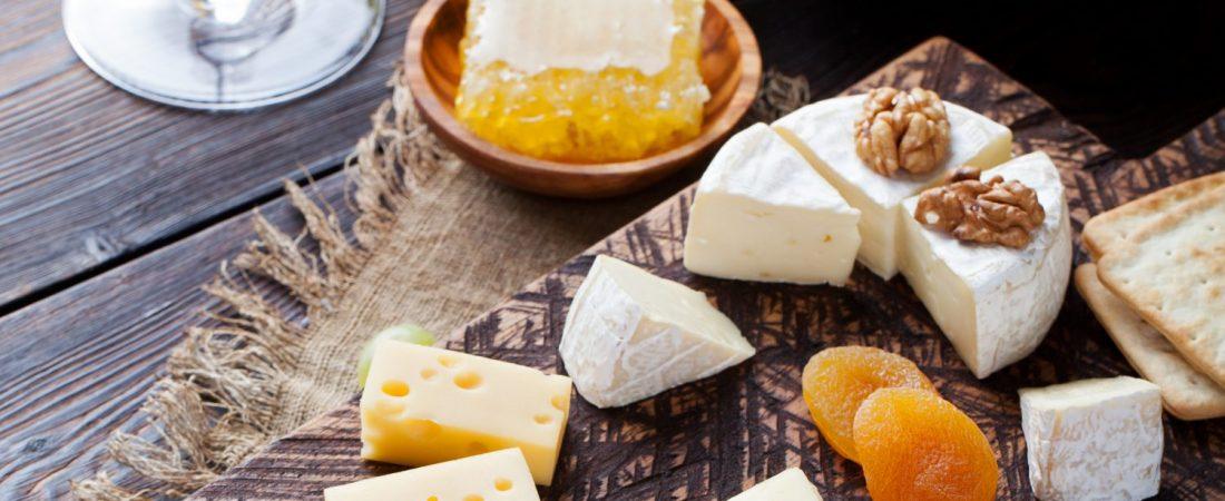 rvin rouge et plateau de fromage
